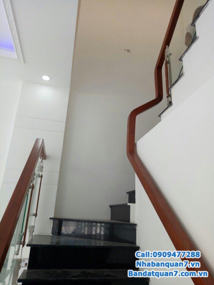 Bán nhà hẻm 160 Nguyễn Văn Quỳ quận 7, tặng nội thất, giá 4.05 tỷ, LH 0909477288