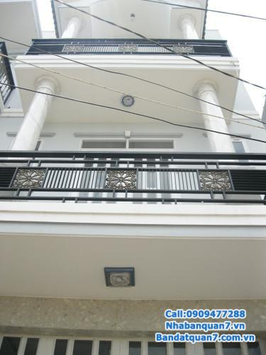 Nhà phố Him Lam Kênh Tẻ, Q7, 1 hầm, trệt, 2,5 lầu, hướng nam, giá 11,2 tỷ.