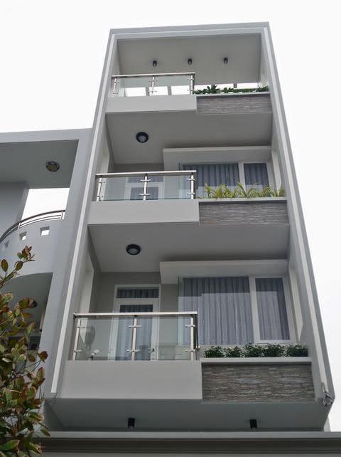 Bán nhà mặt tiền sông khu dự án An Phú Hưng nhà 1 trệt, 3 lầu DT 4*18m nhà đã có sổ hồng, đường trước nhà 16m. Giá bán 6.5 tỷ.