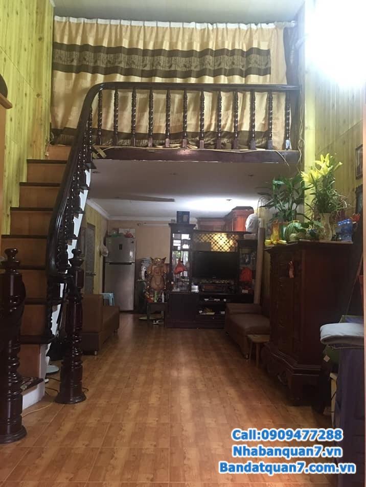 Nhà đẹp gần phố Nguyễn Văn Cừ, 43 m2, giá chỉ 2 tỷ 4
