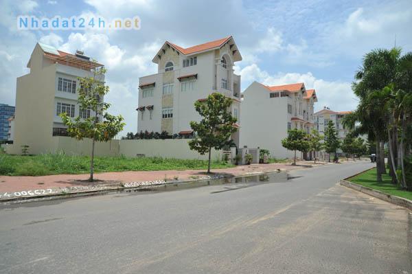 Bán gấp lô K4 MT đường Nguyễn Thị Thập ngang 10m dài 20m hướng Nam tiện kinh doanh buôn bán, mở công ty, bán giá 115 triệu/m2.