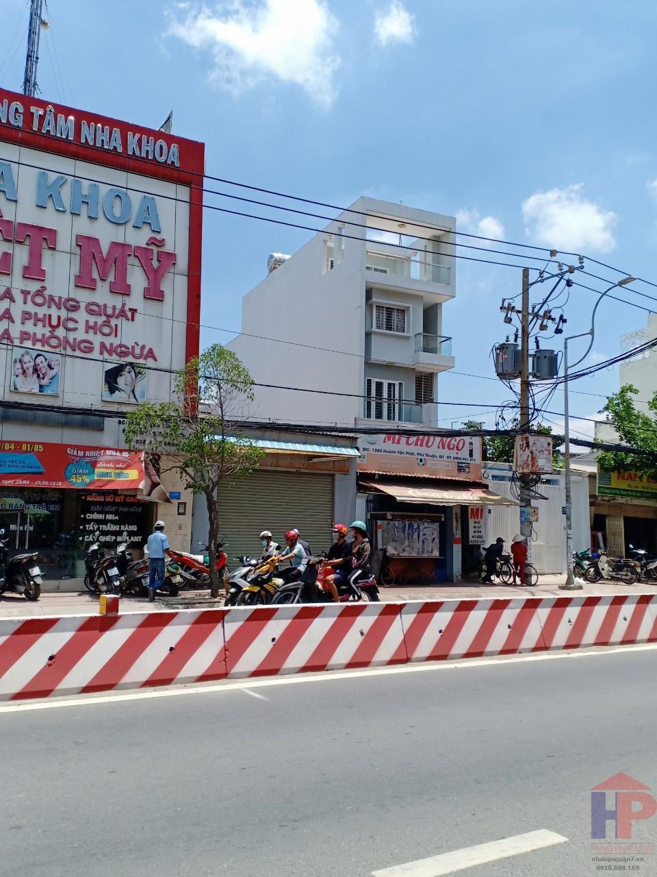 Bán nhà mặt tiền Huỳnh Tấn Phát Q7, nhà cấp 4, DT 5x20m, giá 18.7 tỷ