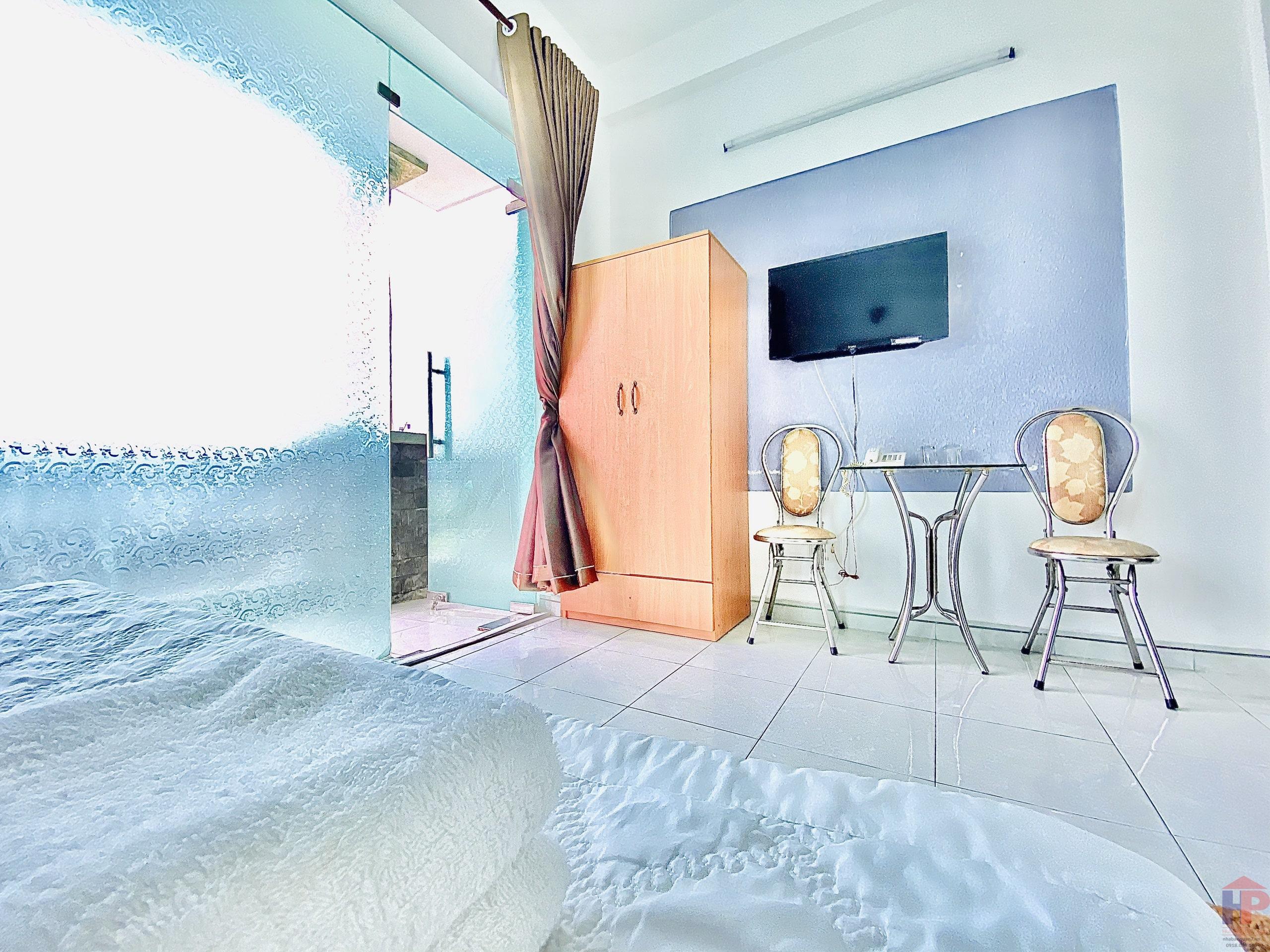 Bán khách sạn Lý Phục Man Quận 7, mặt tiền 5 tầng – 12 phòng, DT 4.5x16m, giá 14.9 tỷ