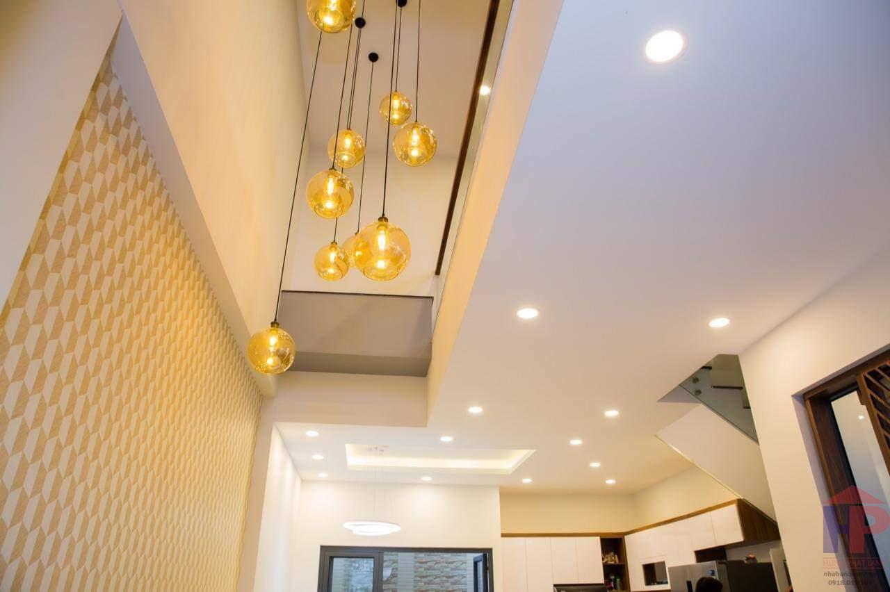 Bán nhà mặt tiền Nguyễn Văn Linh Quận 7, 1trệt – 3 lầu, DT 4x5m, giá 4.2 tỷ