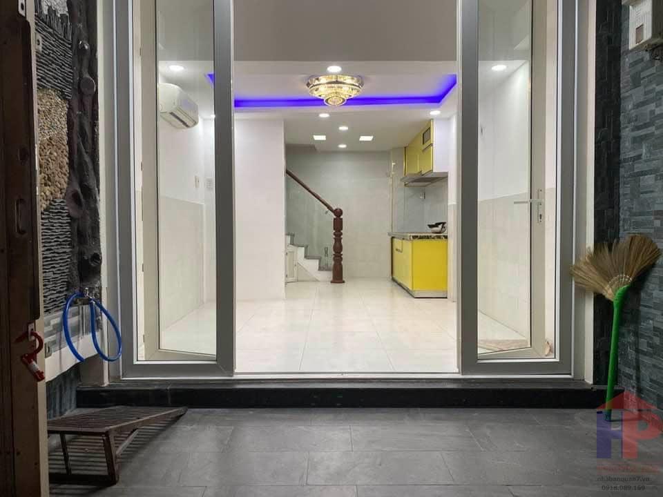 Bán nhà mặt tiền đường Xóm Chiếu Quận 4, trệt – lửng – 3 lầu, DT 27.5 m2, giá 5.5 tỷ