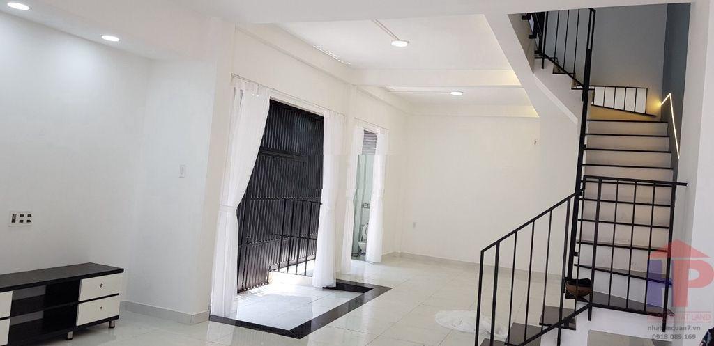 Bán nhà MT hẻm 701 Trần Xuân Soạn Quận 7, 1 trệt – 2 lầu, DT 5.5x13.5m, giá 7.7 tỷ