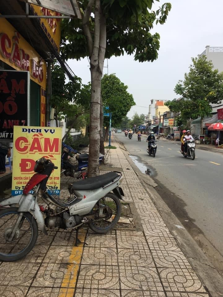 Bán nhà mặt tiền Nguyễn Bình có  3 phòng trọ đang cho cho thuê, Liên Hệ: 0909 837 449 Linh