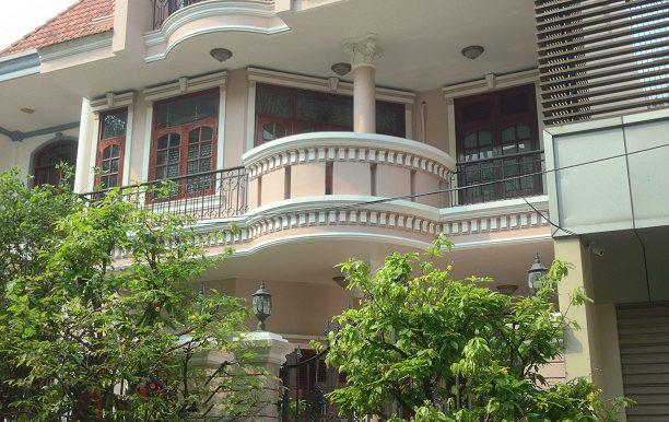 Cho thuê biệt thự quận 7 Lê Văn Lương Có sân trước nhà rộng 100m2, DTSD: 300m2: 0909 837 449