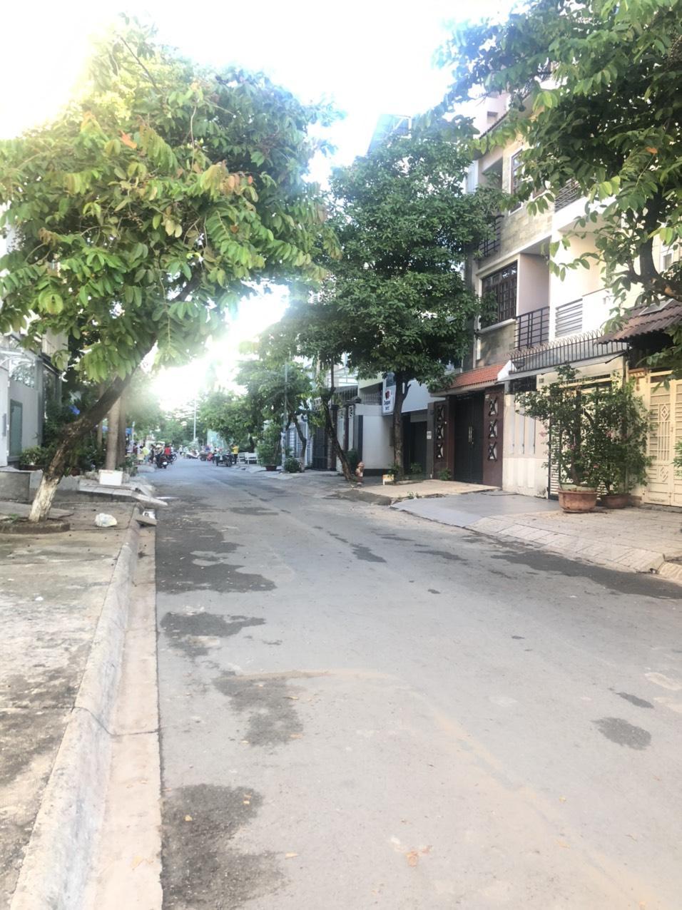 Bán nhà MT khu Him Lam Quận 7